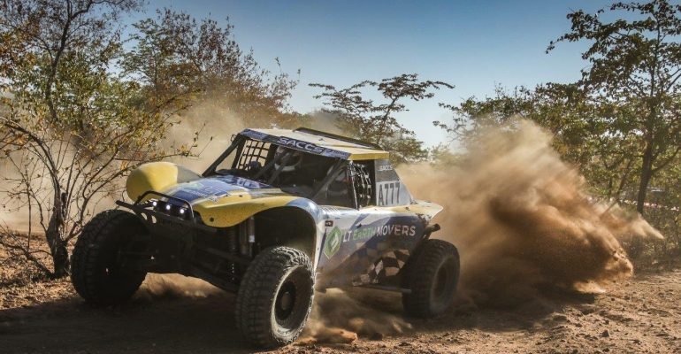 Trethewey and Roets win special vehicle category after challenging Toyota Desert Race