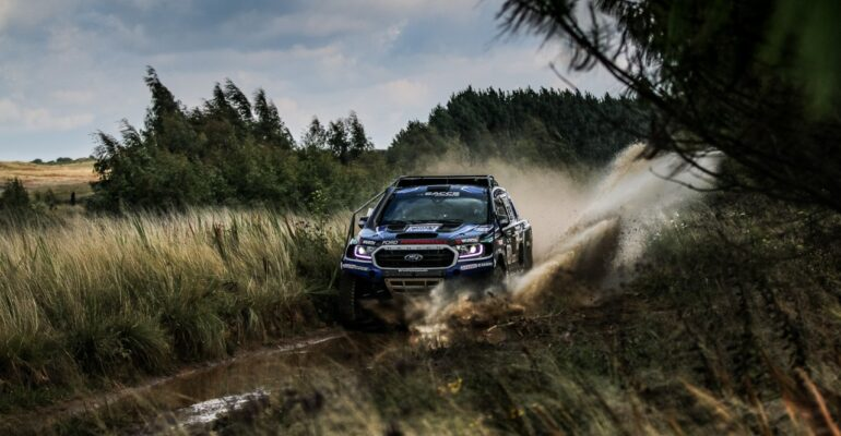 LanceWoolridge & Elvéne Vonk early leaders in production vehicle championship